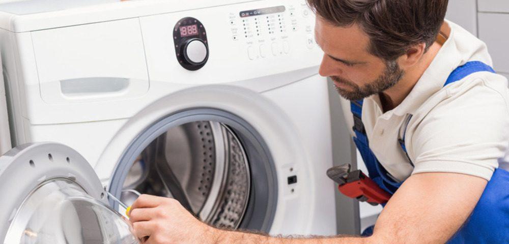 Перестала работать стиральная машина: когда вызывать специалиста, а когда можно справиться своими силами 2